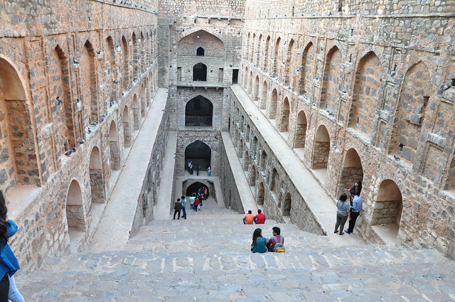 The 'baoli' has more than 100 steps and descends down 4 levels, where the stairways section tapers as one descends. As you reach the bottom-most step, there is no water to be seen but conservation work is ongoing.