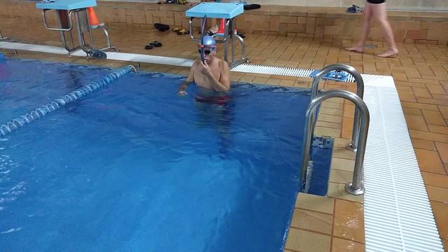 Iñaki con el Tubo frontal natación de Decathlon