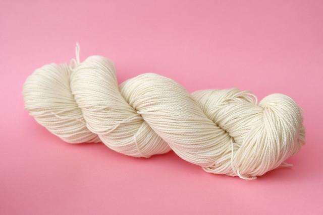Favourite Sock – undyed/natural superwash merino sock yarn