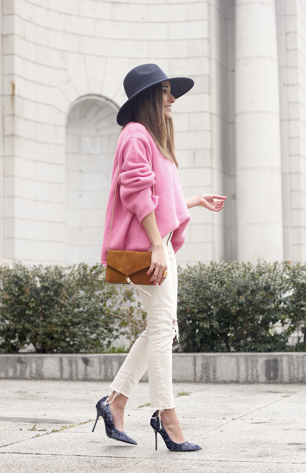 Pink Sweater white ripped jeans blue velvet heels hat uterqüe accessories style fashion outfit14