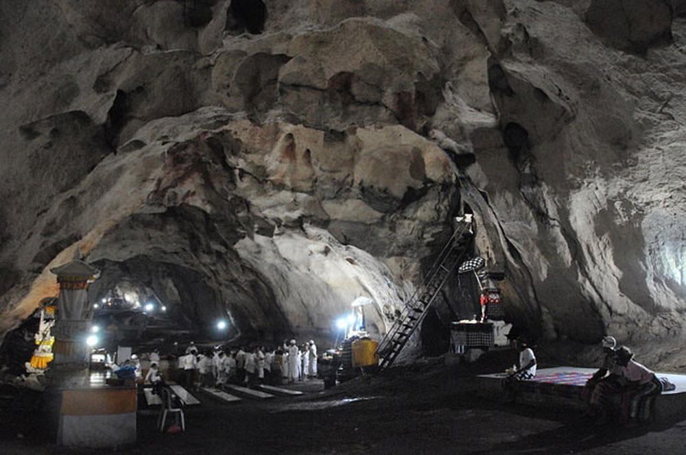 4c-giri-putri-cave