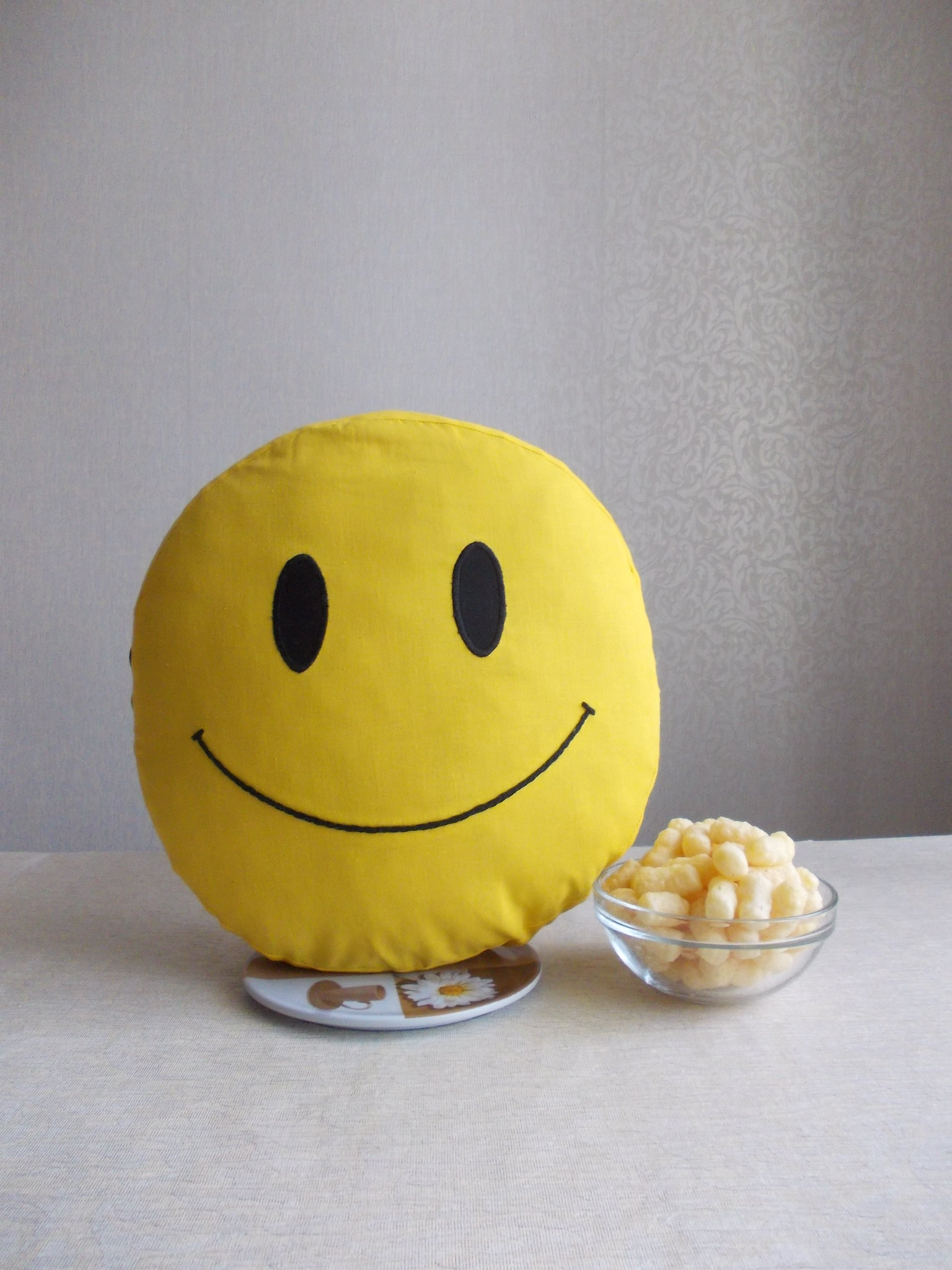 Smiley face cotton yellow round pillow cover, double sided smiley cotton pillow case with insert pillow 10