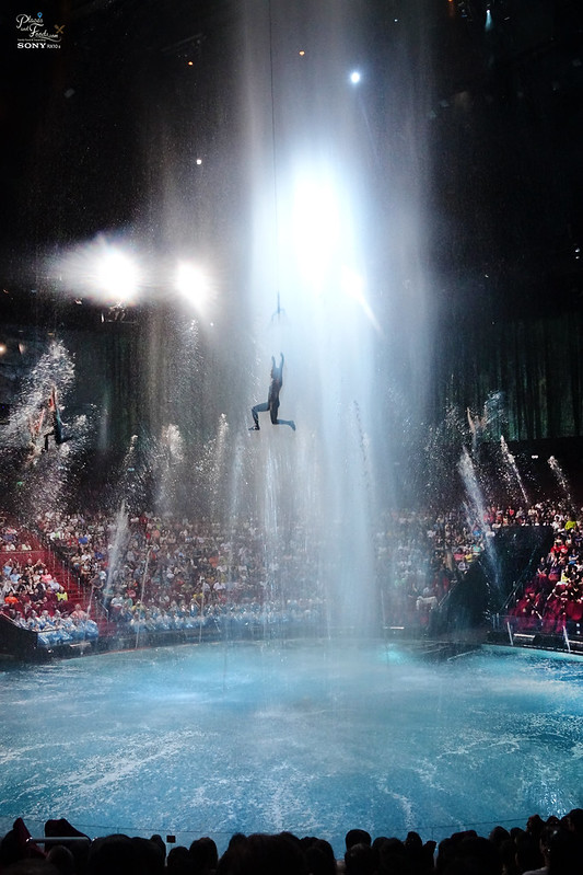 house of dancing water jumping mid