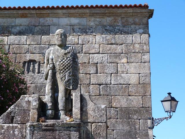 Figura en la Plaza de Fefiñans (Cambados, Galicia)