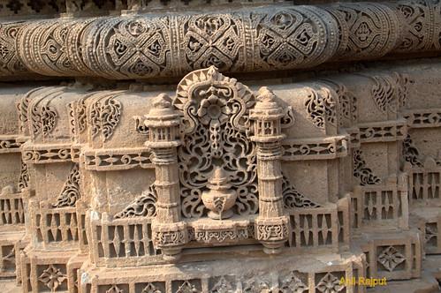 Rani Rupvati's mosque , patterns of Hindu and Islamic designs