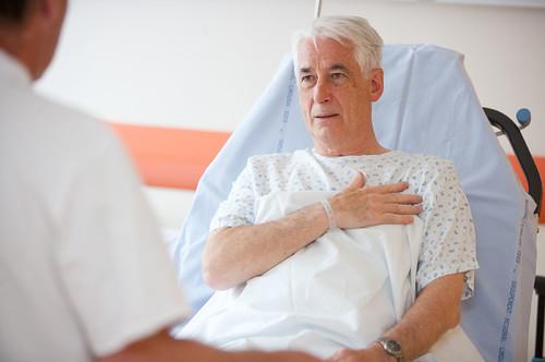 người già bệnh tim