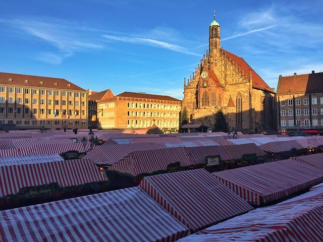 Plaza del mercado en Núremberg (Baviera, Alemania)