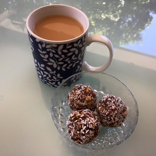 yummy protein balls with dates