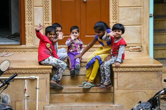 Cute kids in Jaisalmer, India ジャイサルメールのかわいい子どもたち