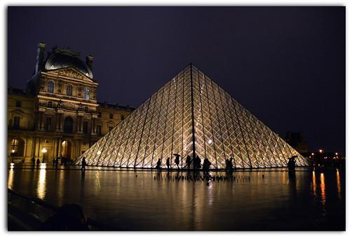 i love paris la pyramide du louvre est une pyramide d flickr. Black Bedroom Furniture Sets. Home Design Ideas
