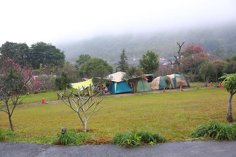 雲霧中的營地