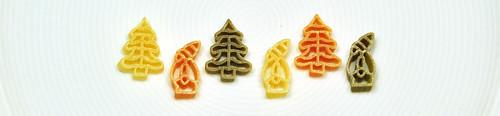 Nudel Nudeln Pasta Weihnachtsnudeln Adventsnudeln Bio grün weiß rot Nikolaus Tannenbaum Halleyscher Komet weißer Teller Trend Foto Brigitte Stolle Mannheim Dezember 2015