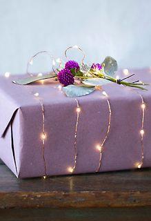 regalo decorado con luces