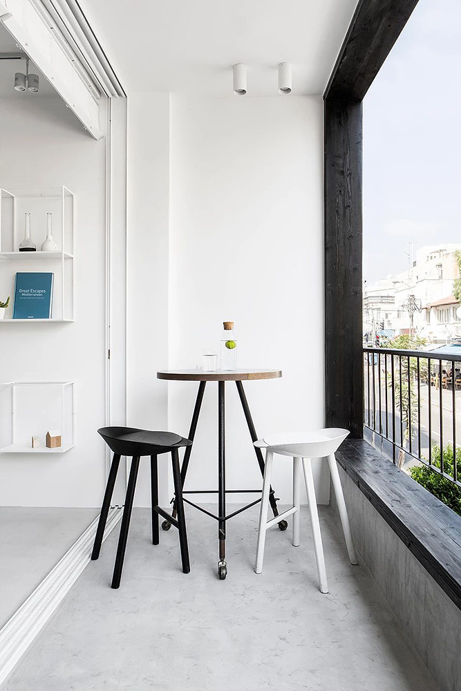 SIG black and white apartment by Yael Perry Sundeno_13