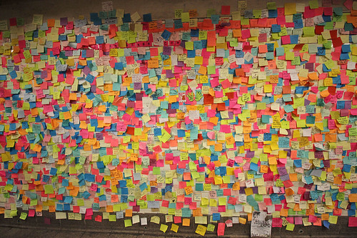 1,000s of subway Post-it Notes provide therapy for New Yorkers after Trump's election | by Inhabitat