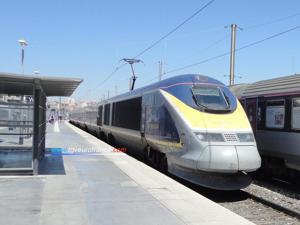 La rame TGV TMST 3212 Alstom (dans sa livrée Eurostar e300) entrant en gare de Marseille Saint-Charles