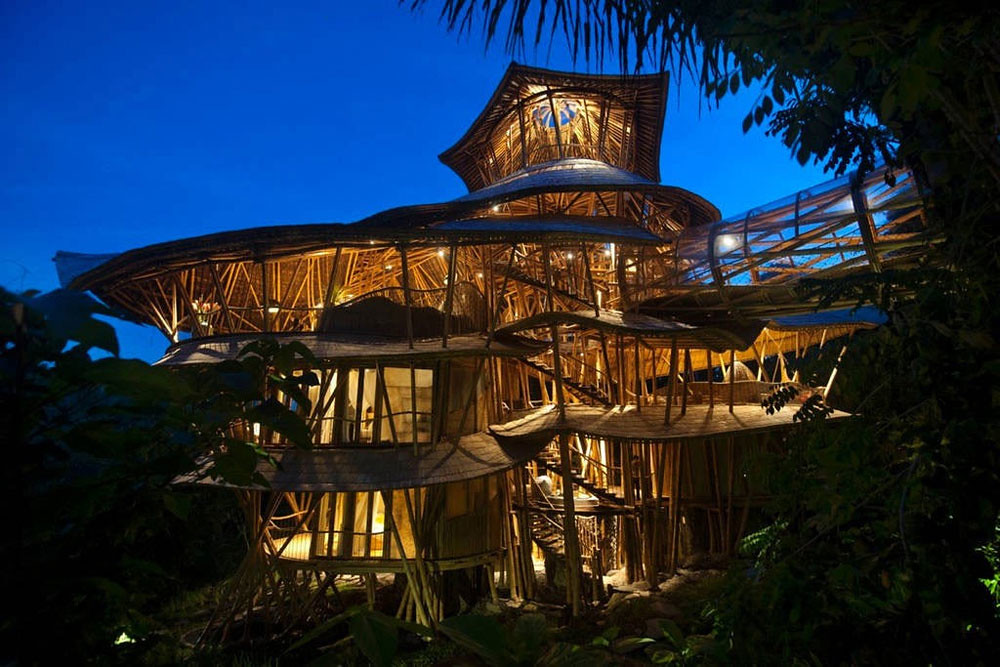 7 via airbnb - Biggest Treehouse In The World 2016