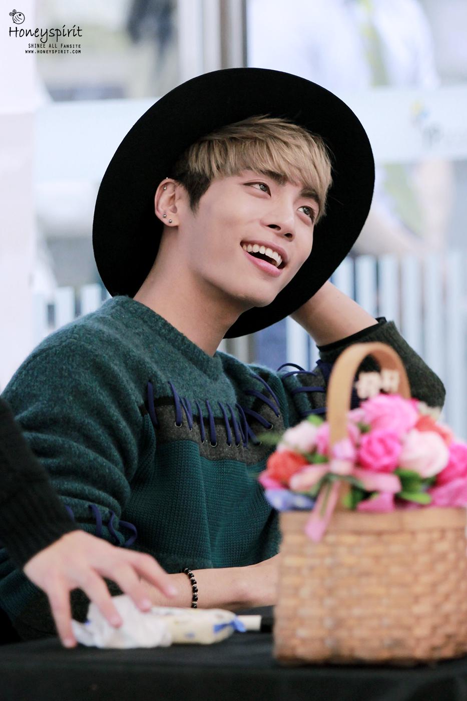 151122 Jonghyun @ 'Skeleton Flower' - Evento Fansign. 23182881206_005a63fe0d_o