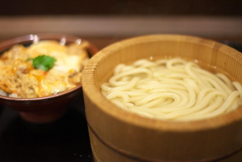 丸亀製麺の親子丼定食
