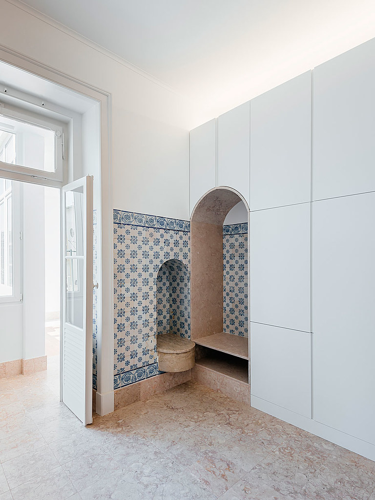 Classic apartment interior in the Lisbon Sundeno_23