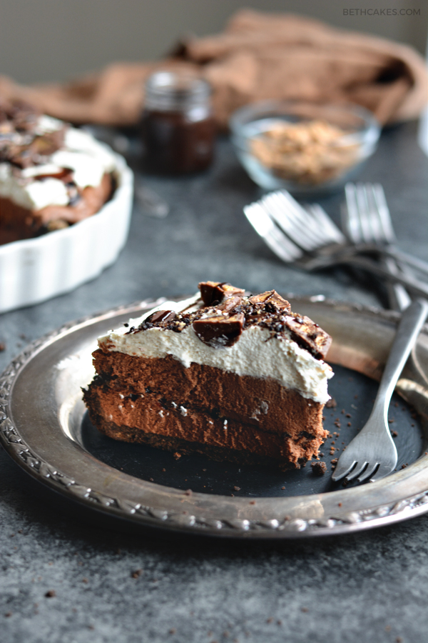 chocolate peanut butter mousse pie - bethcakes.com