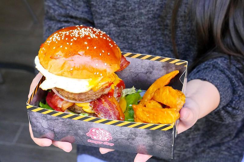 32797081711 cea19be20d c - 【熱血採訪】堡彪專業美式漢堡:看電影也能享受外帶豪邁工業風漢堡!每層6.5盎司三倍純牛肉起司漢堡真材實料好推薦!