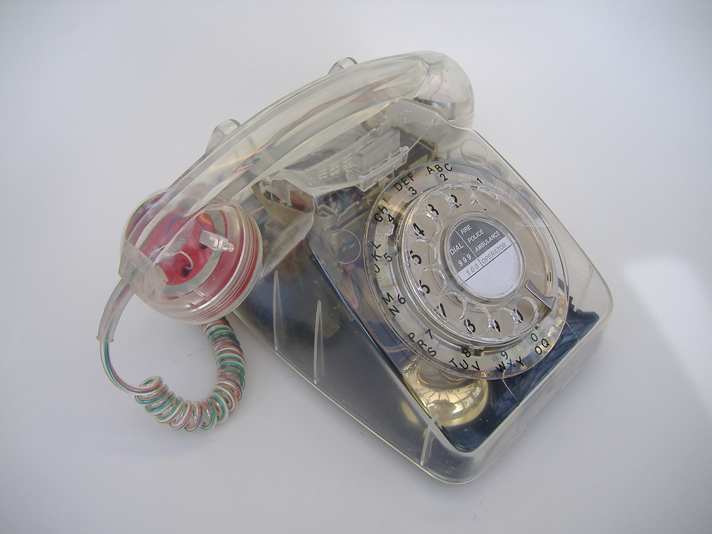Clear 746 retro telephone 1970 39 s clear 746 british bt for Telephone mural 1970