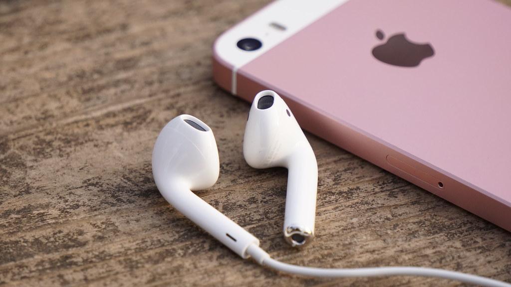 iPhone SE2のイヤホン端子