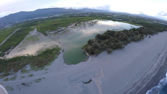 濕地出海口常呈現被沙堤阻斷的「沒口」狀態。
