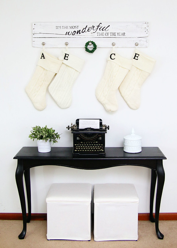 Neutral Holiday Entryway Decor