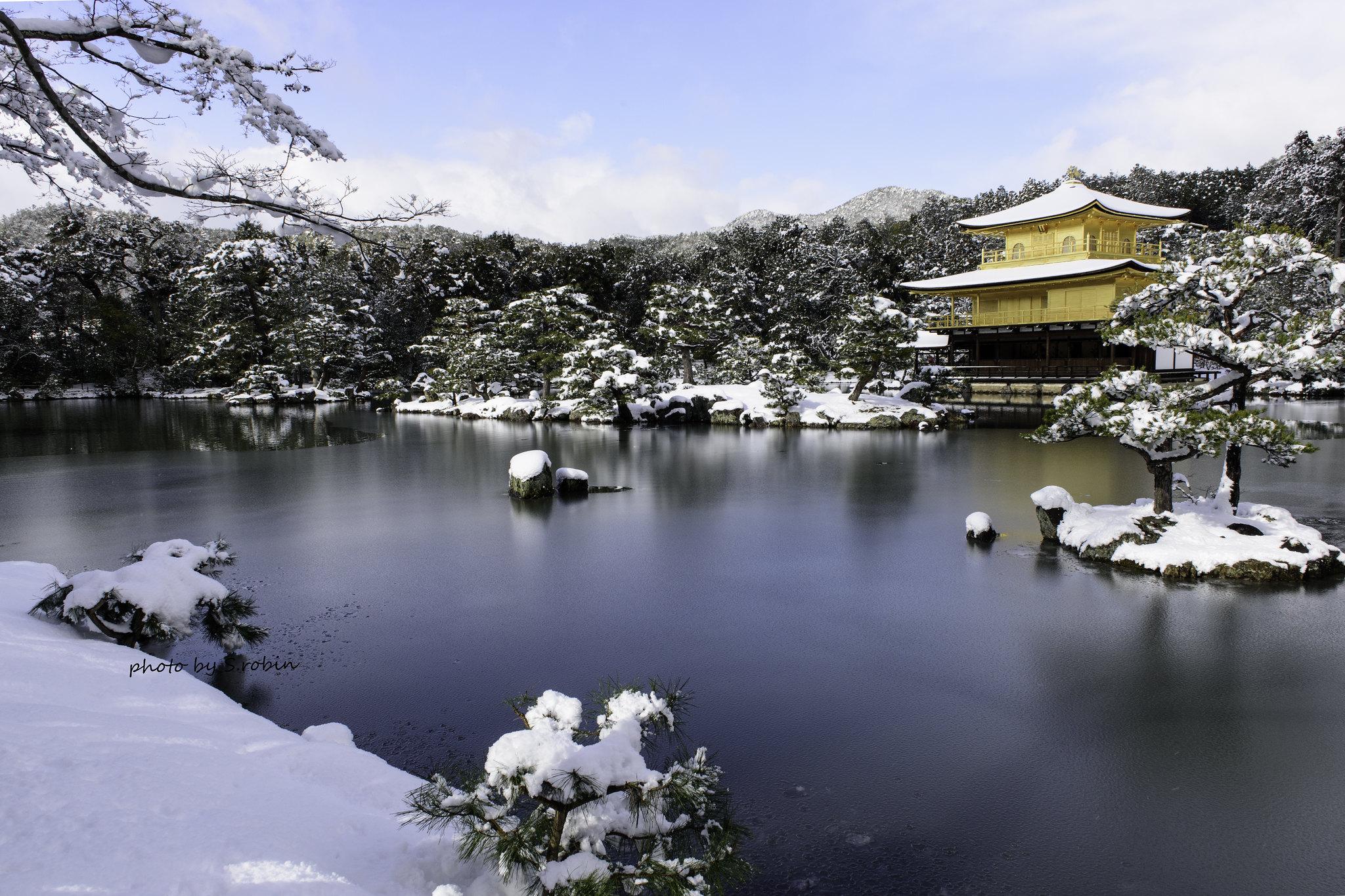 Kinkakuji in snow