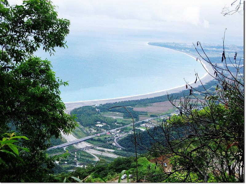 新城山登山途中俯瞰海岸線 1