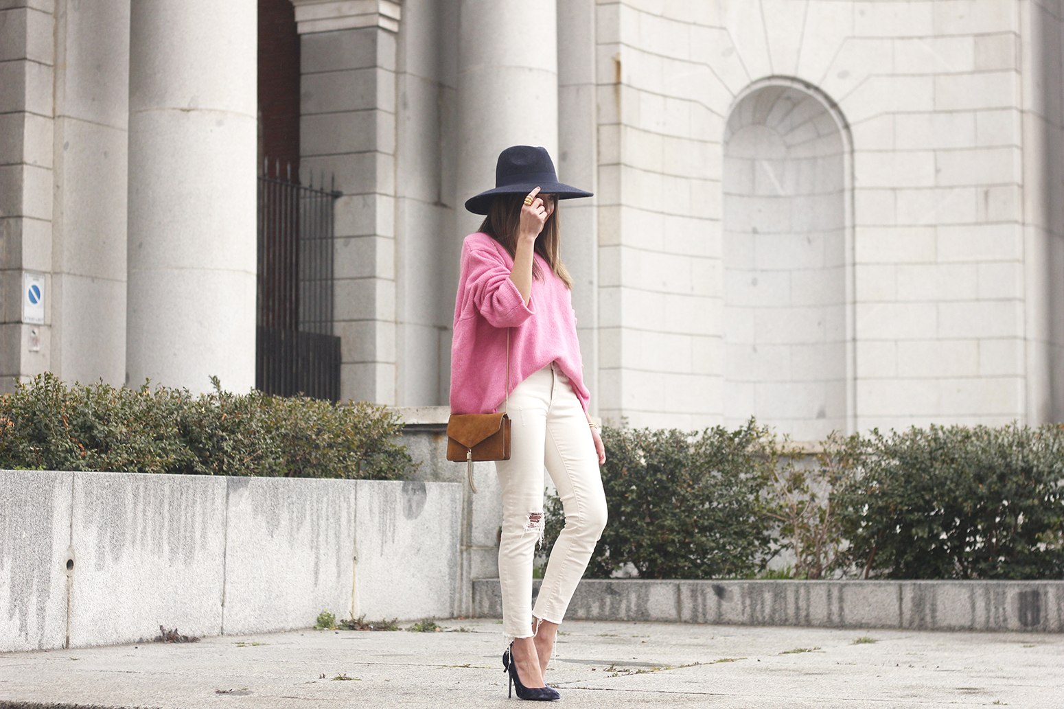 Pink Sweater white ripped jeans blue velvet heels hat uterqüe accessories style fashion outfit06