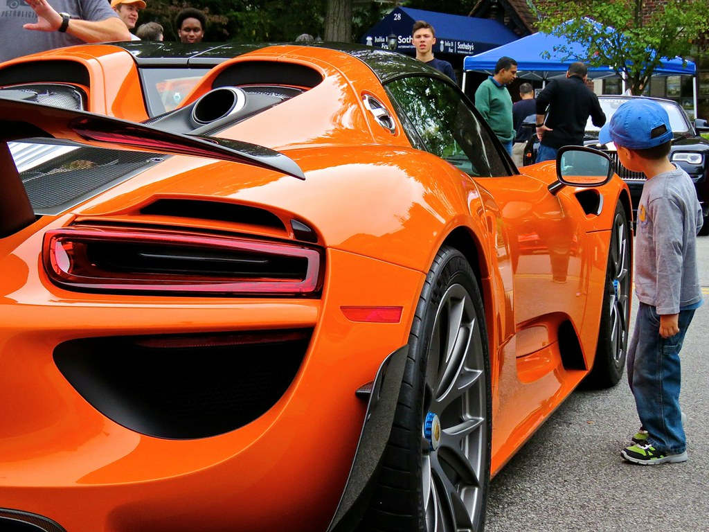 Porsche 918 Weissach Orange 12