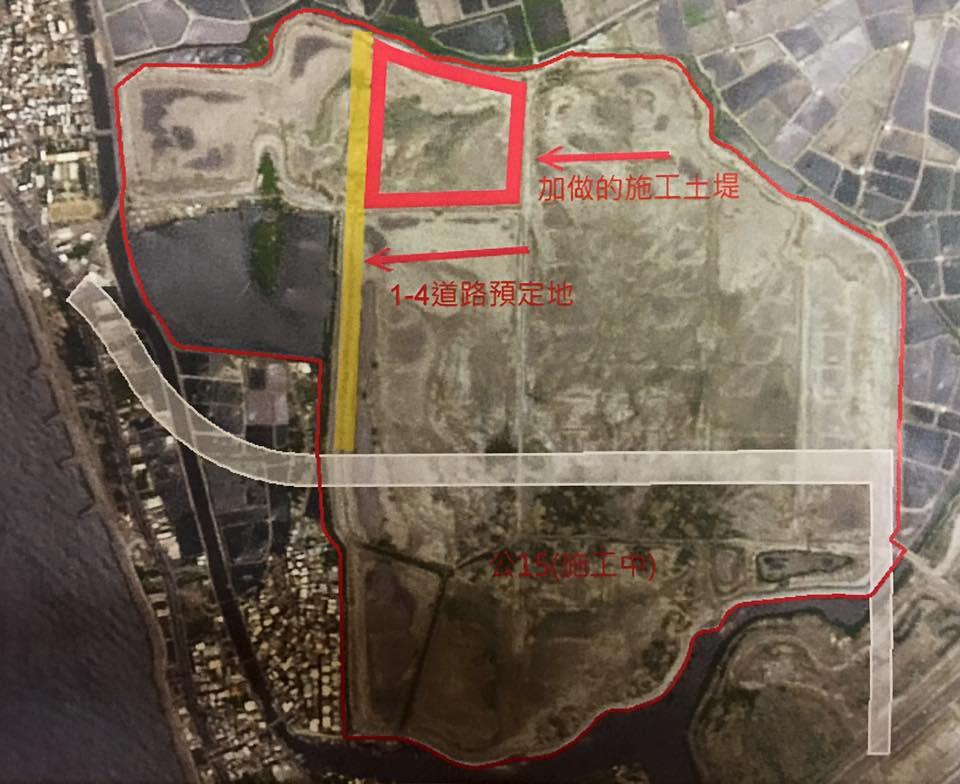 市府已完成茄萣濕地公園施工,當地民眾說目前1-4預定地的土堤旁水域黑面琵鷺數量較多。圖片來源:張豐藤。