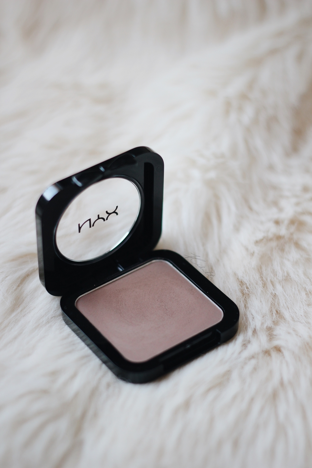 nyx high defination blush taupe 2