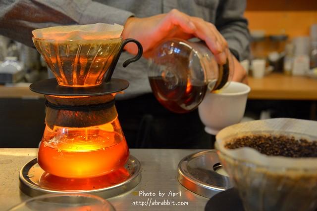 [台中豐原]酸咖啡專賣店 咖啡葉店–來豐原喝杯咖啡界葉教授的手沖,180元咖啡任意喝!有店貓喔。@豐原 西安街