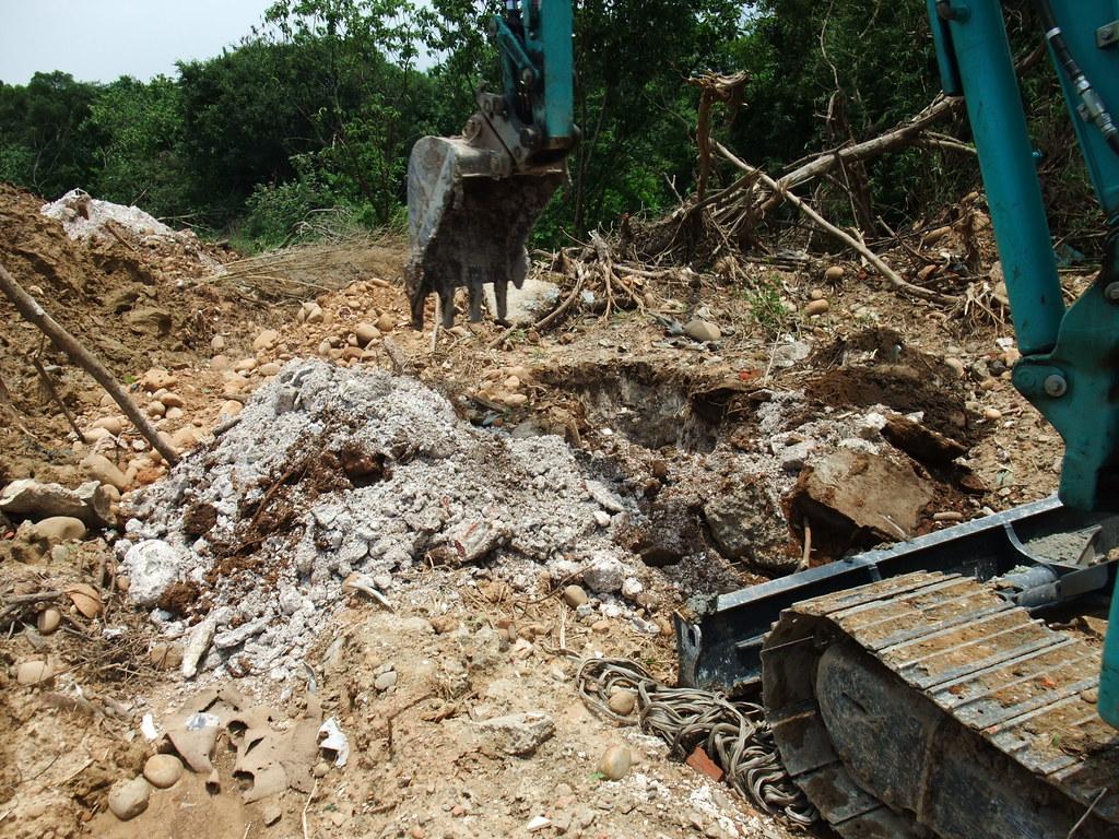 2017年新竹敬老中心預定地遭非法回填廢棄物,不法獲利達400萬。圖片來源:環保署。