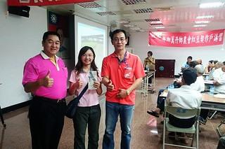 萬丹紅豆講習,農會幹部與林惠珊(中)合影。圖片來源:林惠珊提供