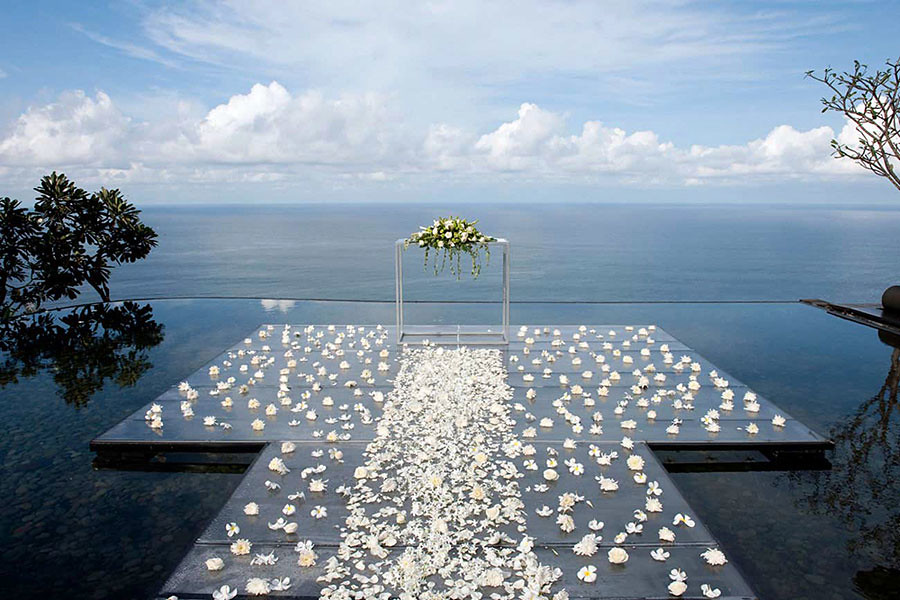 The Altar At Bulgari Hotels Resorts Bali Is Beautifully Suspended On Water Surface And Indian Ocean As A View Enjoy This Romantic Wedding Venue In