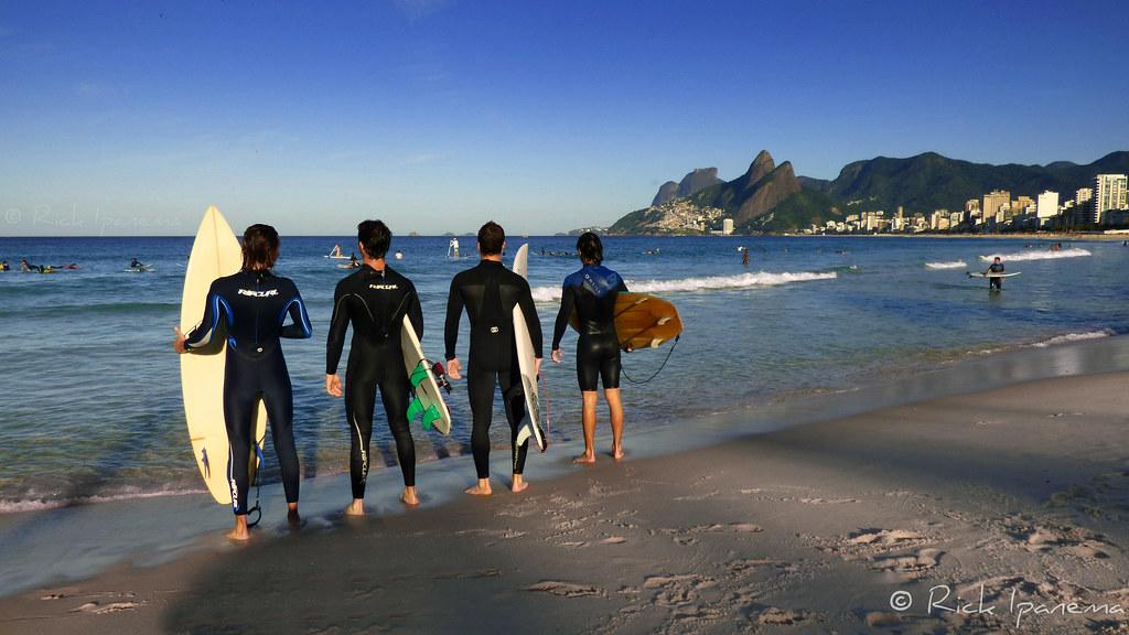 Surfistas na Praia de Ipanema - Rio de Janeiro Surfers at Ipanema Beach - Rio 2016 - Brasil #Ipanema #PraiadeIpanema #Rio2016 #Rio450