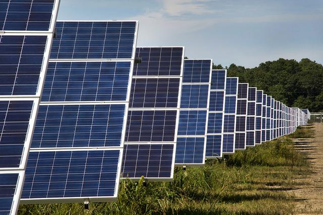 根據IEA報告,2014年新設立的電廠中,近半是再生能源電廠。圖片來源:Brookhaven National Laboratory(CC BY-NC-ND 2.0)。