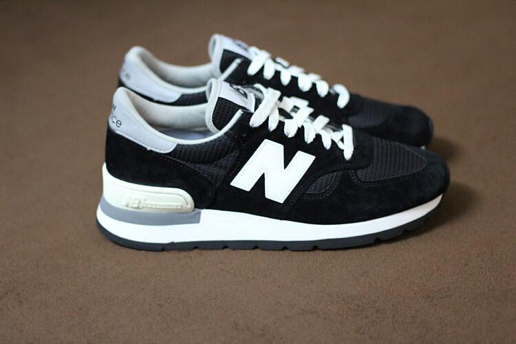 black and white new balance 990