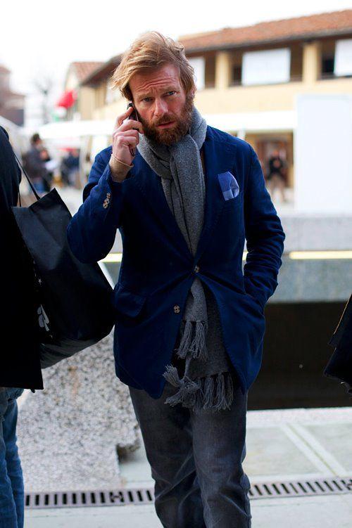 Carlos Castillo combina la sencillez y elegancia masculina con looks con blazer y camisas para hombre