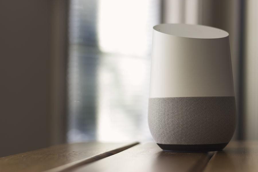 Idées cadeaux high-tech 2018 – meilleur assistant vocal Google Home - Blog SFAM