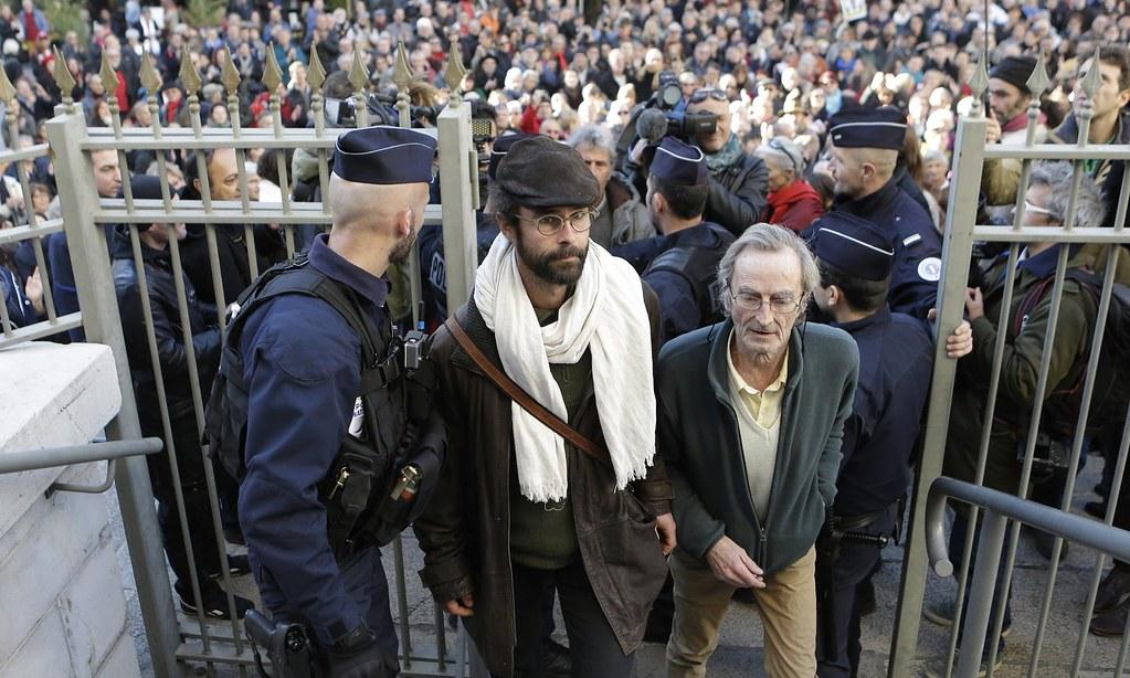 葉胡抵達法國尼斯的法院。(攝影:Claude Paris/AP)
