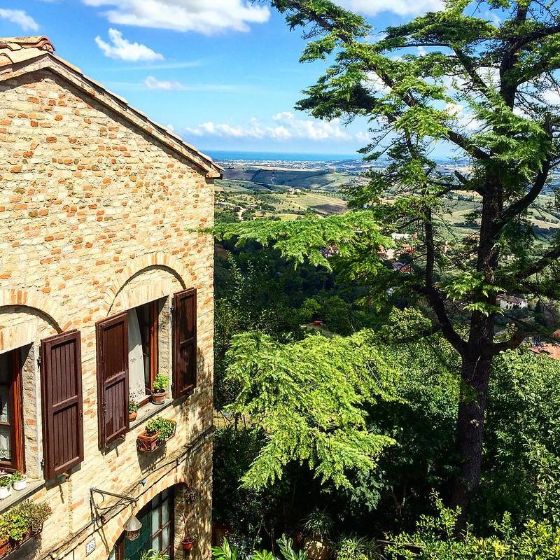 Glimpses of the #castle #MonteGridolfo #loves_emiliaromagna #palazzoviviani #romagna #townhousehotels #hotel #livinginthepast #landscape #relaispalazzoviviani