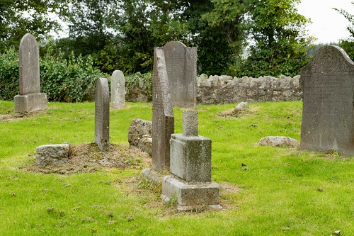 TULLY CHURCH AND THE LAUGHANSTOWN CROSSES [SEPTEMBER 2015] REF-108613 | by infomatique