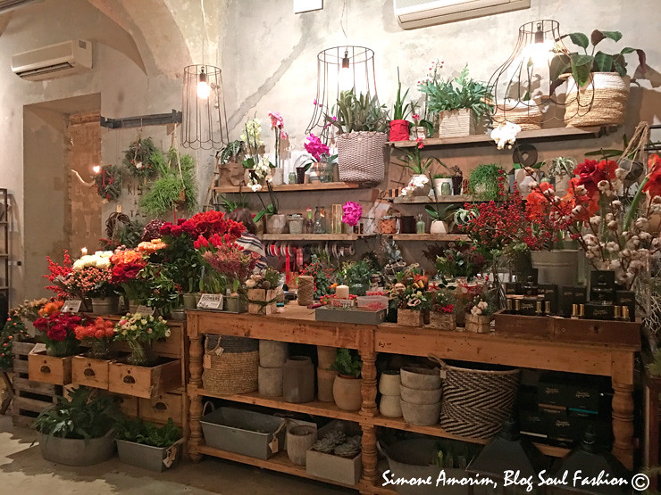 The beautiful Artemisa Flowershop at La Mènagére! A linda floricultura dentro do La Mènagére. Amei.