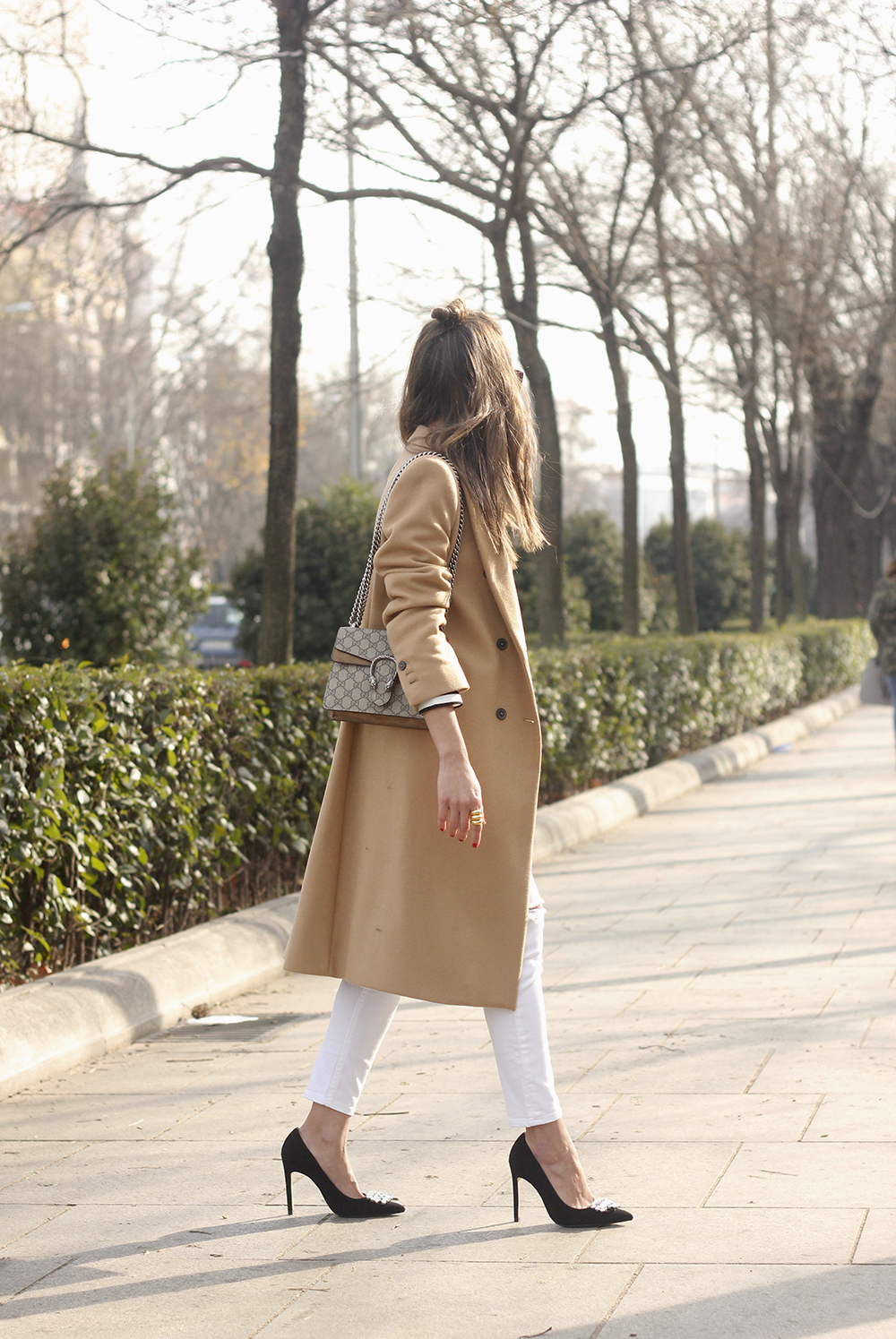 camel coat strieps white ripped jeans black heels uterqüe belt gucci céline sunnies outfit fashion style08